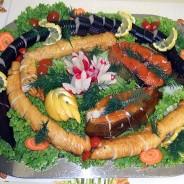 Räucherfischplatte mit Aal, Schillerlocken, Lachs, Heilbutt portioniert und entgrätet